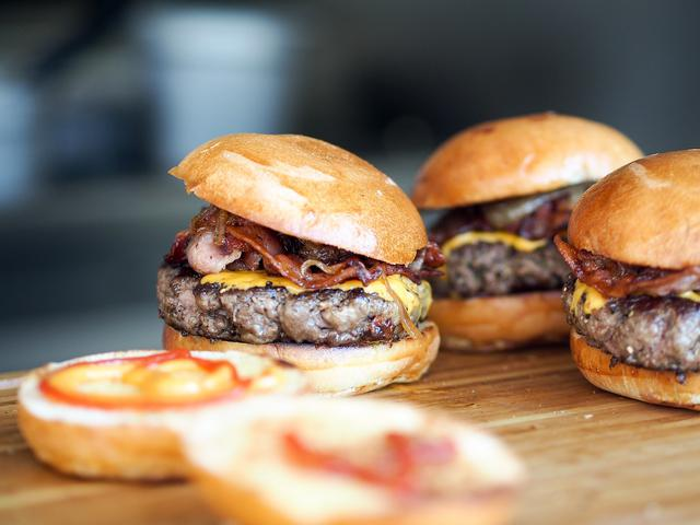 bacon-burger-731298_1280.jpg